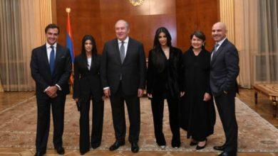 Photo of Ким и Кортни Кардашян посетили резиденцию президента Армении