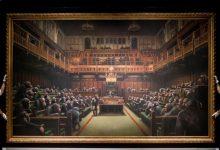 Photo of Картина Бэнкси с заседающими в британском парламенте шимпанзе продана за $12 млн