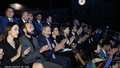 Photo of Վարչապետը տիկնոջ և դուստրերի հետ ներկա է գտնվել Երևանում ՏՏ համաշխարհային համաժողովի հանդիսավոր բացման համերգին