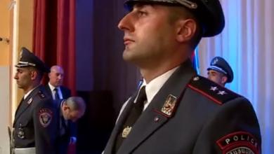 Photo of Վարչապետը հարգանքի տուրք է մատուցում ծառայողական պարտականությունները կատարելիս զոհված ոստիկան Տիգրան Առաքելյանի հիշատակին