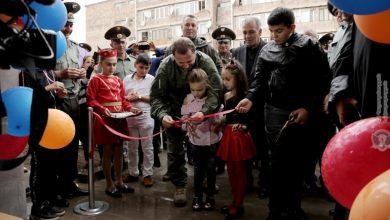 Photo of 94 офицера получили служебные квартиры, в церемонии новоселья принял участие и Давид Тоноян