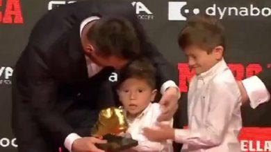 Photo of Մեսսին կարիերայի 6-րդ Ոսկե խաղակոշիկն է ստացել. մրցանակն արգենտինացուն հանձնել են իր տղաները