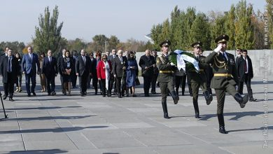 Photo of Հունաստանի նախագահը հարգանքի տուրք է մատուցել Հայոց ցեղասպանության զոհերի հիշատակին