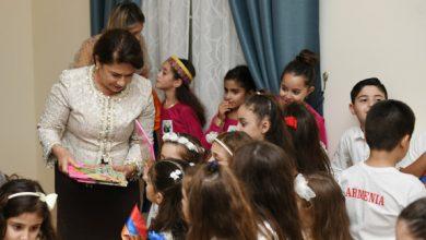 Photo of Դուք մեծ գործ եք արել, դուք հայոց լեզուն փոխանցել եք փոքրիկներին․ Հանրապետության նախագահի տիկին Նունե Սարգսյանը Կատարում հանդիպել է «Մեսրոպյան» վարժարանի սաներին