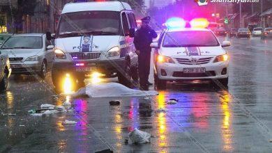 Photo of Երևանում վրաերթի է ենթարկվել հետիոտնը, և մինչ վարորդը նրան օգնություն կցուցաբերեր, մեկ այլ ավտոմեքենա կրկնակի վրաերթի է ենթարկել վիրավորին, ով տեղում մահացել է. վարորդը դիմել է փախուստի