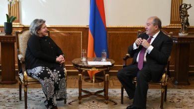 Photo of Արմեն Սարգսյանը հրաժեշտի հանդիպում է ունեցել Հայաստանում Հունաստանի դեսպանի հետ