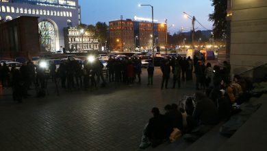 Photo of Члены Молодежного союза АРФ Дашнакцутюн прекратили сидячую забастовку, их требования изменились