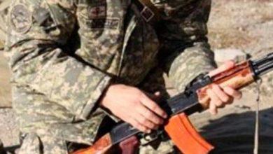 Photo of Ինքնաձիգի փողն ուղղել է շարքային զինծառայողի կրծքավանդակին եւ 2 կրակոց արձակել. զինվորի սպանության համար դատապարտվել է կրտսեր սերժանտը.pastinfo.am