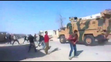 Photo of Քրդերը Սիրիայում քարեր են նետել թուրքական ու ռուսական զրահապատ մեքենաների վրա