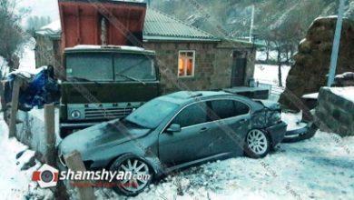 Photo of Ավտովթար Գեղարքունիքի մարզում. 28-ամյա վարորդը BMW-ով բախվել է քարե շինության պատին, այնուհետև կայանված КаМАЗ-ին. կա վիրավոր