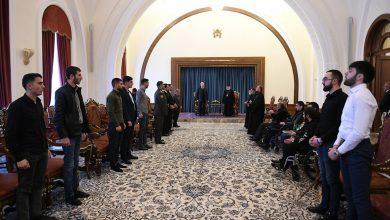 Photo of Ձեզնից յուրաքանչյուրը դեռ շատ անելիք ունի հայրենիքի համար. նախագահ Սարգսյանն ու Ամենայն Հայոց կաթողիկոսը հանդիպել են զինհաշմանդամների հետ