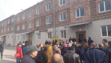 Photo of Лишенные крова гюмрийцы получили 11 социальных квартир; Пашинян принял участие в церемонии новоселья