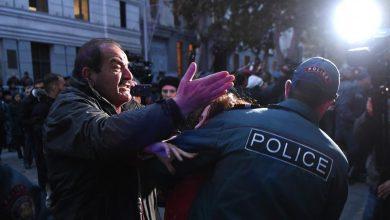 Photo of Ոստիկանները ուժով բացեցին Վազգեն Սարգսյան փողոցը