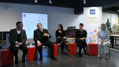 Photo of Արմեն Սարգսյանը հանդիպել է գյումրեցի ձեռներեց կանանց հետ