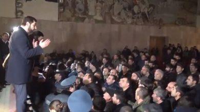 Photo of Губернатор Арарата и скотоводы договорились подождать решения премьер-министра