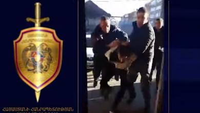 Photo of Դանակով բանկ մտած քաղաքացու նկատմամբ ոստիկանը կիրառել է ձեռնամարտի հնարք. Ոստիկանության տեսանյութը