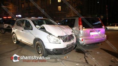 Photo of Երևանում վթարի է ենթարկվել ճանապարհային ոստիկանության հաշվառման քննական բաժնի պետը. բախվել են Toyota Yaris-ն ու Nissan-ները. կան վիրավորներ