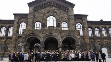 Photo of Ամենայն Հայոց Կաթողիկոսը շնորհավորեց  Մայր Աթոռի պաշտոնեությանը
