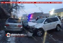Photo of Խոշոր ավտովթար Երևանում. «Աֆինա» հյուրանոցի մոտ բախվել են Honda-ն ու Opel-ը, Honda-ն տապալել է երկաթե էլեկտրասյունն ու բախվել կայանված Opel-ին. վիրավորներից մեկին հայտնաբերել են բեռնախցիկում