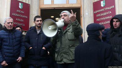 Photo of Верховный суд Абхазии принял решение о назначении новых выборов, оппозиция продолжает удерживать здание Администрации президента