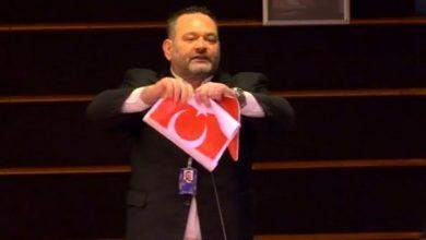 Photo of Եվրախորհրդարանի հույն պատգամավորը պատռել է Թուրքիայի դրոշը