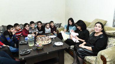 Photo of Анна Акопян посетила семью Бежанянов, в которой родился 12 ребенок