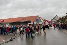 Photo of Неизвестный въехал на автомобиле в участников карнавала в Германии