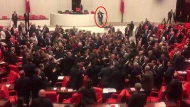 Photo of Во время доклада о безопасности турецких военнослужащих в Идлибе в парламенте Турции началась драка