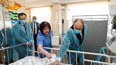 Photo of Никол Пашинян посетил находящуюся в отделении реанимации 13-летнюю Назели Хачатрян из Гюмри