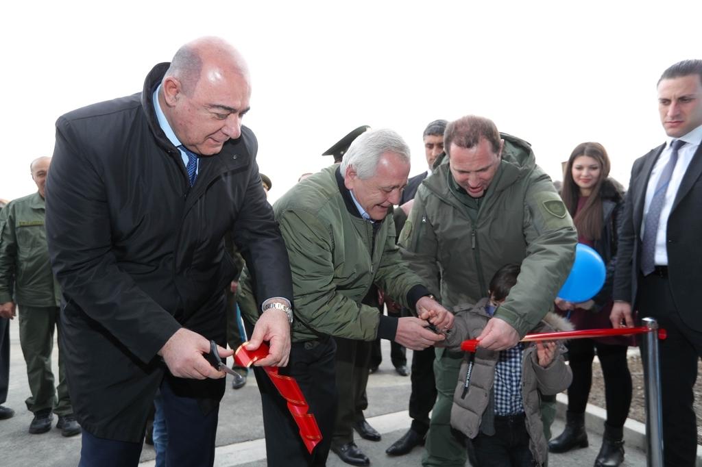 ՀՀ պաշտպանության նախարարը զինծառայողներին է հանձնել նոր ծառայողական բնակարանների բանալիները