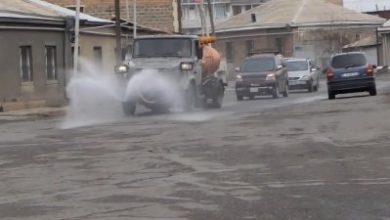 Photo of В Эчмиадзине хлорной водой очищаются проезжие части и тротуары улицы многолюдных районов