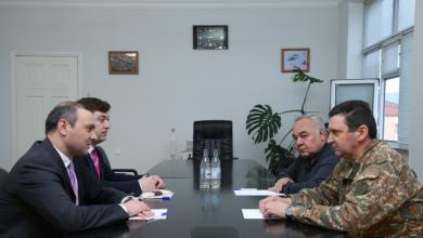 Photo of ՀՀ անվտանգության խորհրդի քարտուղարը հանդիպել է Պաշտպանության բանակի հրամանատար Ջալալ Հարությունյանի հետ