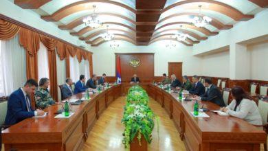 Photo of Бако Саакян провел рабочее совещание с членами комендатуры