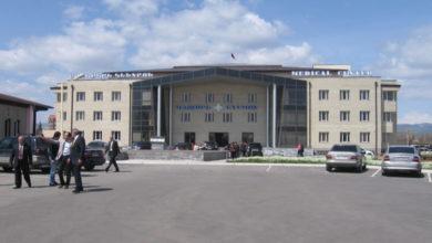Photo of «29 медработников, бывших в контакте с пациентом из Маралика, будут на 14 дней изолированы в одной из гостиниц Гюмри», — директор МЦ «Гюмри» А. Исаакян