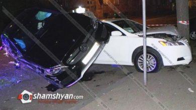 Photo of Ավտովթար Երևանում. Mercedes-ը մասամբ հայտնվել է Toyota-ի վրա, Toyota-ն էլ բախվել է ծառին, տուժել է կայանված Opel-ը, կան վիրավորներ