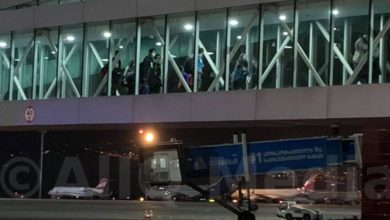 Photo of Հայ աշակերտներին տեղափոխող ինքնաթիռը վայրէջք է կատարել Թբիլիսիի միջազգային օդանավակայանում
