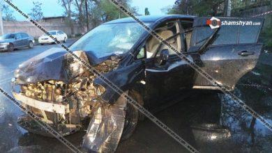 Photo of Խոշոր ավտովթար Երևանում. Nissan-ը բախվել է ծառին և էլեկտրասյանը. վիրավորներից մեկին փրկարարները հայտնաբերել են դրսում, մեկին էլ դուրս են բերել ավտոմեքենայից