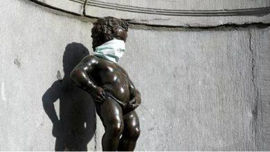 Photo of В Брюсселе на скульптуру «Писающего мальчика» надели медицинскую маску