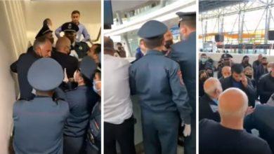 Photo of Վրդովված ուղեւորներ Զվարթնոց օդանավակայանում․ նրանց չի թույլատրվել մեկնել Սոչի