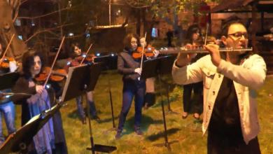 Photo of Հայաստանի ազգային ֆիլհարմոնիկ նվագախմբի անակնկալ կատարումը 15-րդ թաղամասի բակերից մեկում՝ նվիրված մեր մայրերին, քույրերին, դուստրերին