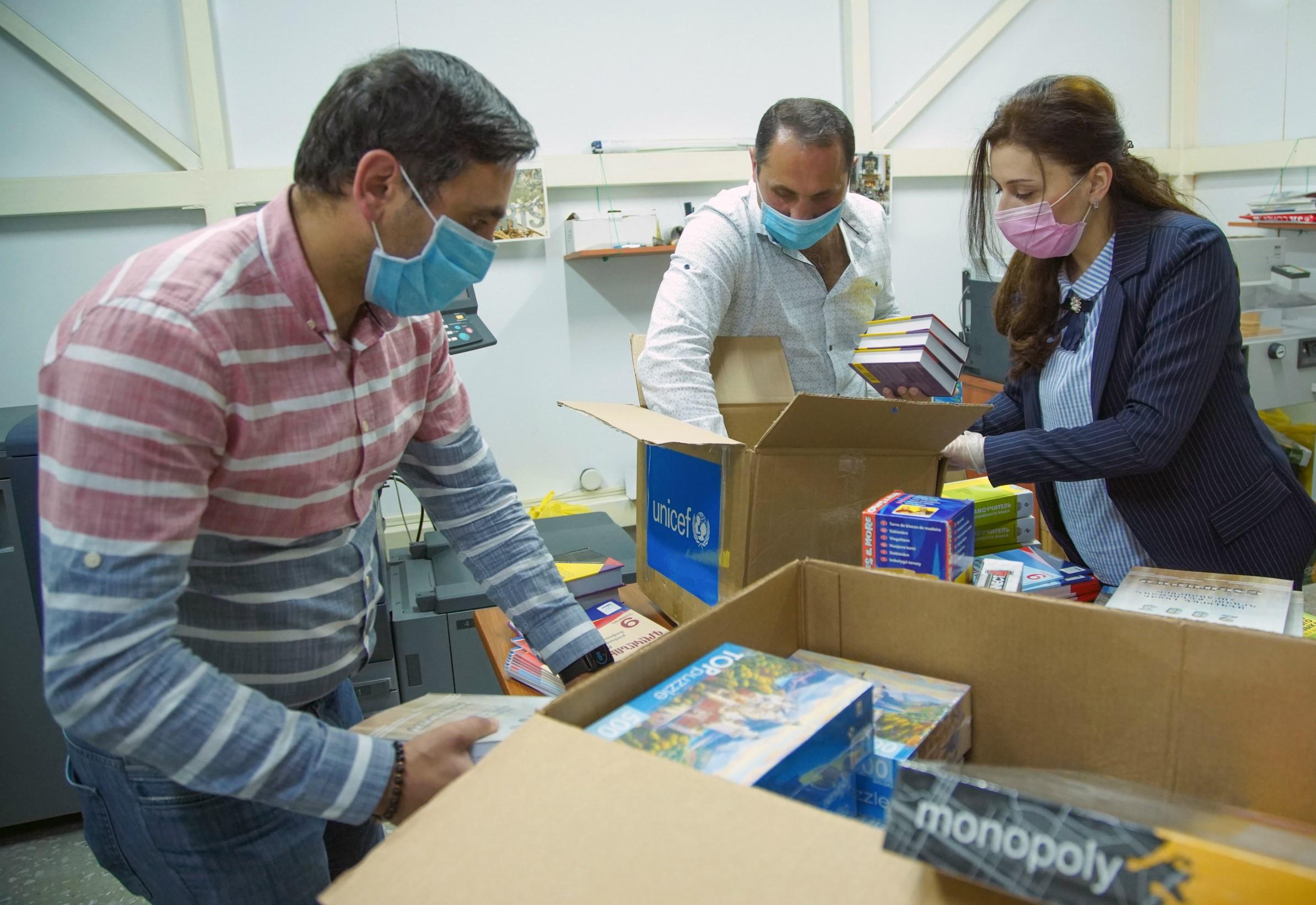 Photo of ՅՈՒՆԻՍԵՖ-ը շարունակում է մասնագիտական օգտագործման պաշտպանիչ պարագաներ առաքել Հայաստան