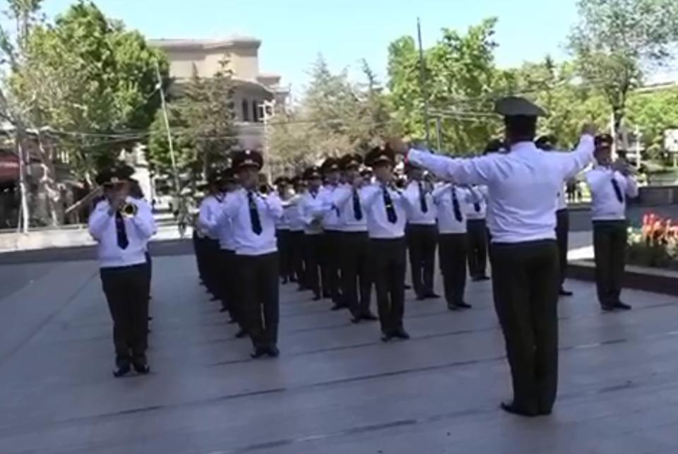 Photo of Музыкальное поздравление Военного оркестра Генерального штаба ВС РА по случаю Дня Первой Республики Армения