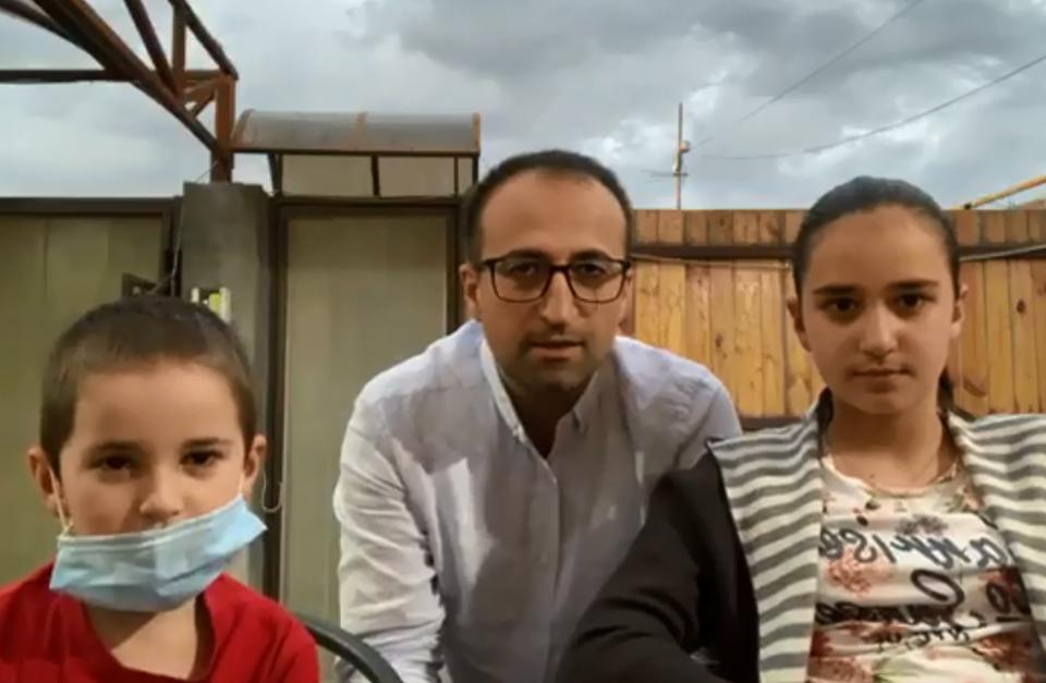 Photo of Արսեն Թորոսյանը Նարեի և Գևորգի հետ խորհուրդներ է տալիս