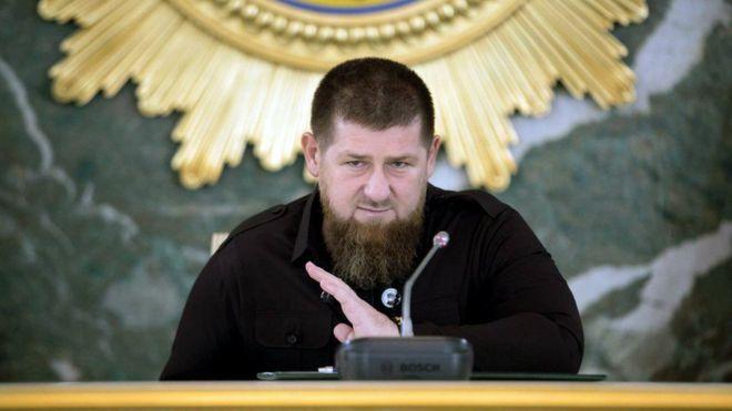 Photo of «Я что, не человек? Не имею права заболеть?» Кадыров ответил на сообщения о заражении