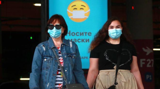 Photo of Коронавирус в России: четверть опрошенных считают пандемию выдумкой. BBC