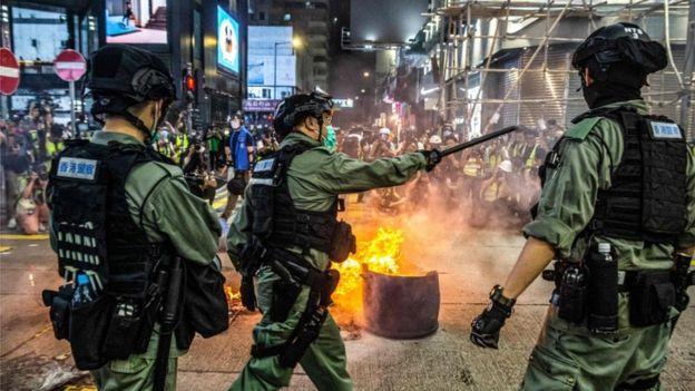 Photo of Китай ужесточает контроль над Гонконгом. Какие будут последствия?