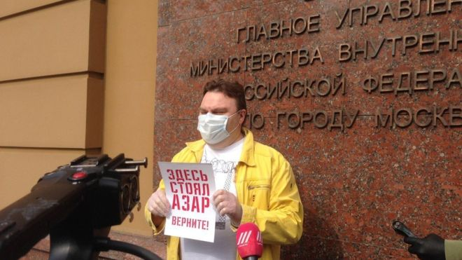 Photo of На пикете в поддержку Ильи Азара в Москве задержали журналистов «Эха» и «Медиазоны»