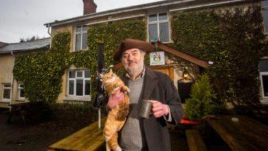 Photo of Ворчливый владелец британского паба не рад ослаблению карантина