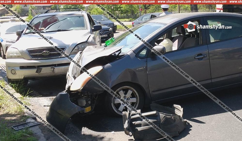 Photo of Ավտովթար Երևանում. Toyota-ն բախվել է կայանված Jeep-ին, այնուհետև անցել գազոնի վրայով, հայտնվել հանդիպակաց գոտում և բախվել Kia Sorento-ին. կա վիրավոր