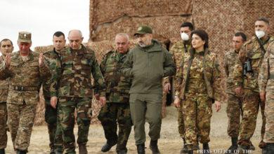 Photo of Бако Саакян, Никол Пашинян и Араик Арутюнян посетили ряд воинских частей Армии обороны Арцаха